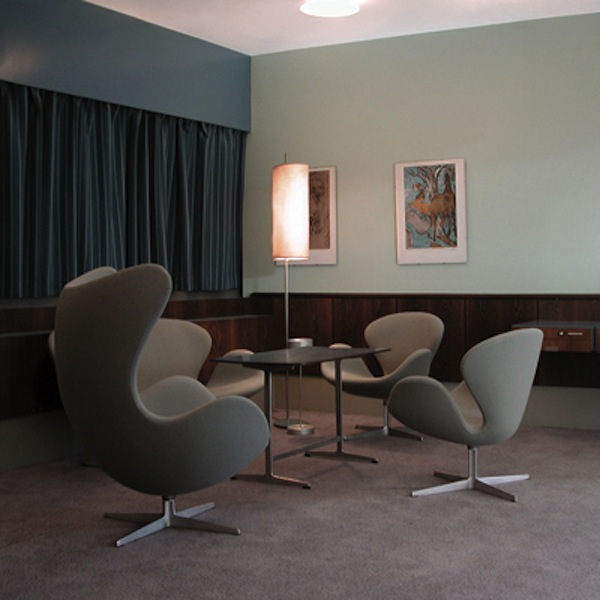 Arne jacobsen royal hotel 1 eclectic living home for Arne jacobsen hotel
