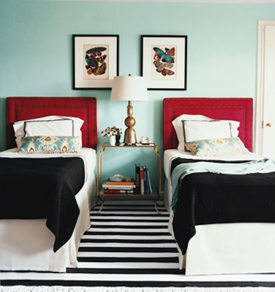 red and turquoise bedroom via houseofturquoise