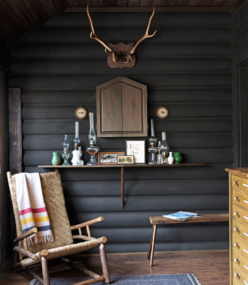 Cozy chic cabin eclectic living home for Decorate log cabin interior